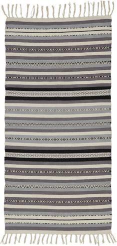 Trendiger Teppich im Ethno-Look - ein Hingucker im Streifendesign