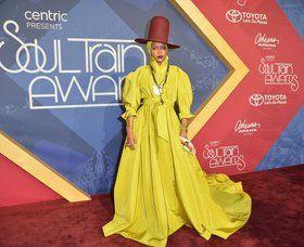 Erykah Badu Shut Down the Soul instruct Awards purple Carpet - Vogue.com #news #fashion
