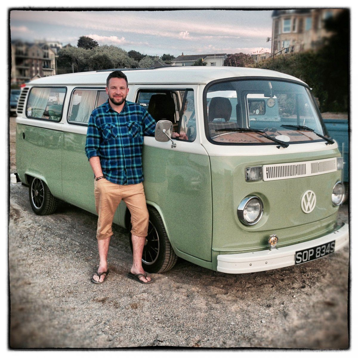 Just Look At All These Happy People And Their Vw Buses Photos Vw Bus Photo Vw Bus Happy People