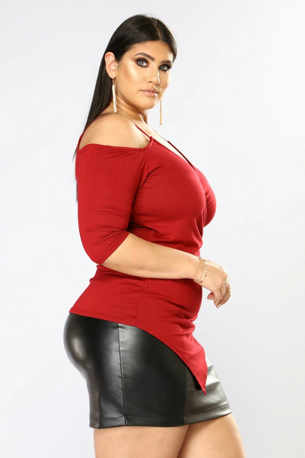 2635c7fe6bc Plus Size Model · Sexy Curves · S B Ashly Graham, Model Outfits, Curvy  Models, Clothes For Women, Boobs,