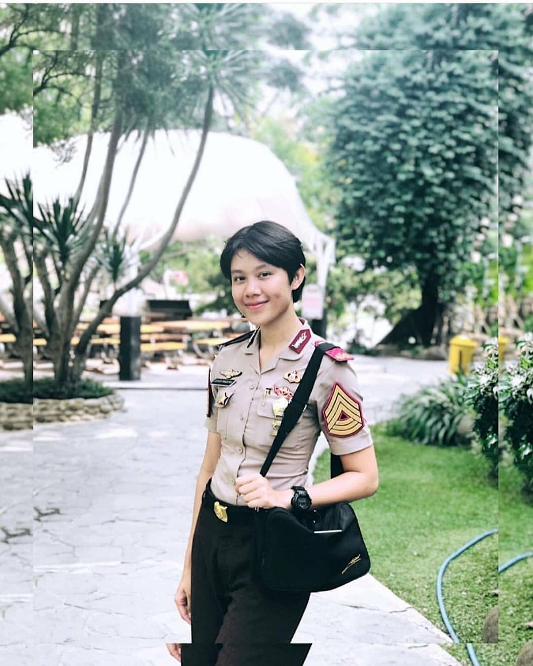 Pin Oleh Andy Ahdiyan Di Polwan Tni Cantik Indonesia Wanita Pejuang Wanita Wanita Cantik