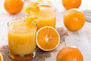 Jus d'orange Une boisson star, très populaire, consommé généralement le matin et à midi, est le jus d'orange. En effet, le jus d'orange soulage l'excès d'acide gastrique et aide à guérir les ulcères. Il évite la mauvaise digestion, la fermentation des...