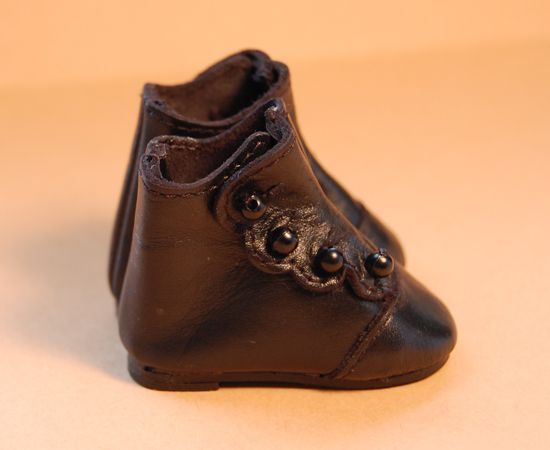 high button shoes 1860 | Found on thedollstudio.com