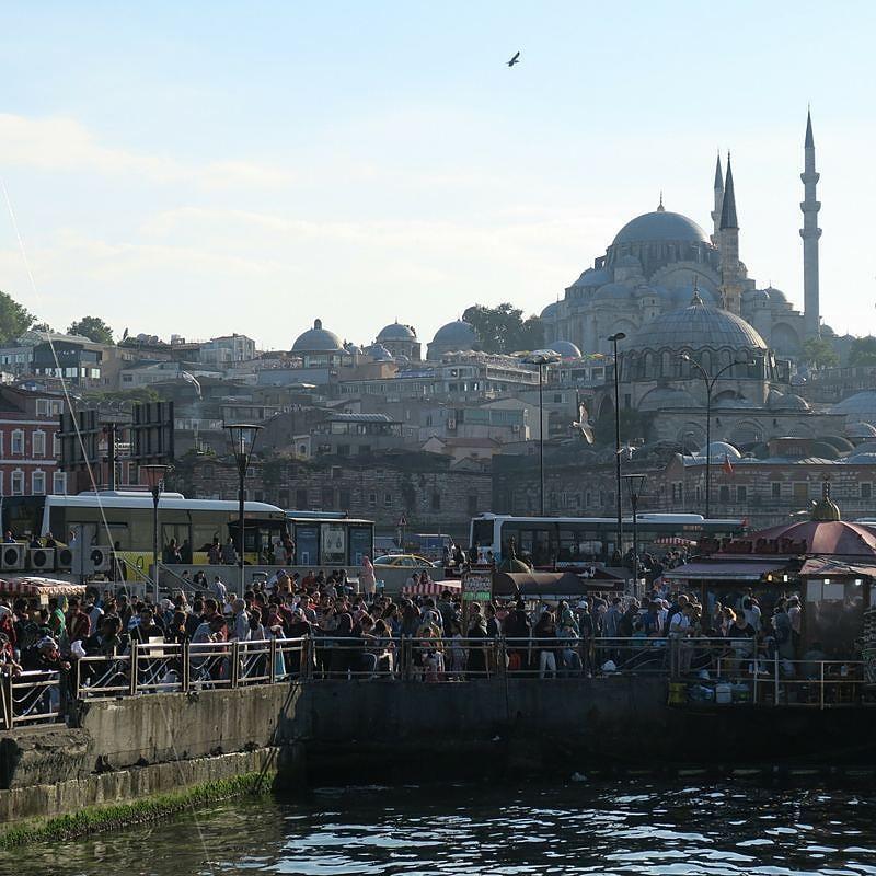 """Ich habe im TürkeiReiseblog.de einen neuen Beitrag veröffentlicht: """"Nach dem neuen Anschlag in Istanbul stellt sich wieder einmal die Frage ob:"""" Die #Türkei vor ISIS und dem Terrorismus sicher ist? """" Meine ausführliche Antwort darauf kannst du im Blog lesen. (#Foto #Galatabrücke mit der #Süleymaniyemoschee im Hintergrund - einer meiner Lieblingsorte in #Istanbul ) #TürkeiUrlaub #Tuerkei #Türkei2016 #turkey #turkeyhome #Urlaub #urlaub2016 #Reise #Reisen #Städtereise #städtereisen…"""
