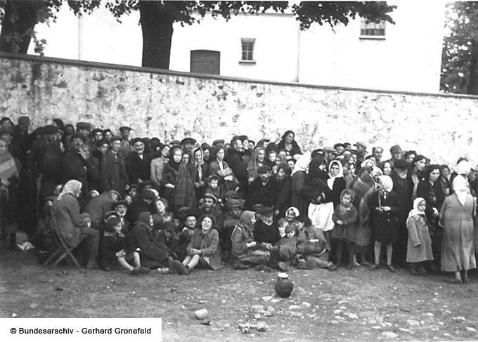 Rassemblement De Juifs Roundup Of Jews Jasionowka Juif