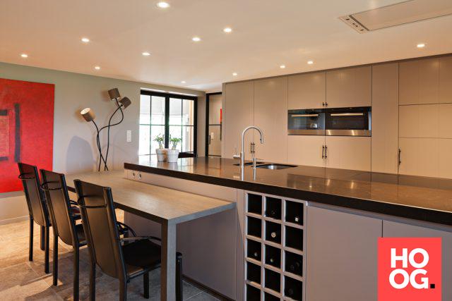 Moderne keuken met groot keukeneiland keuken
