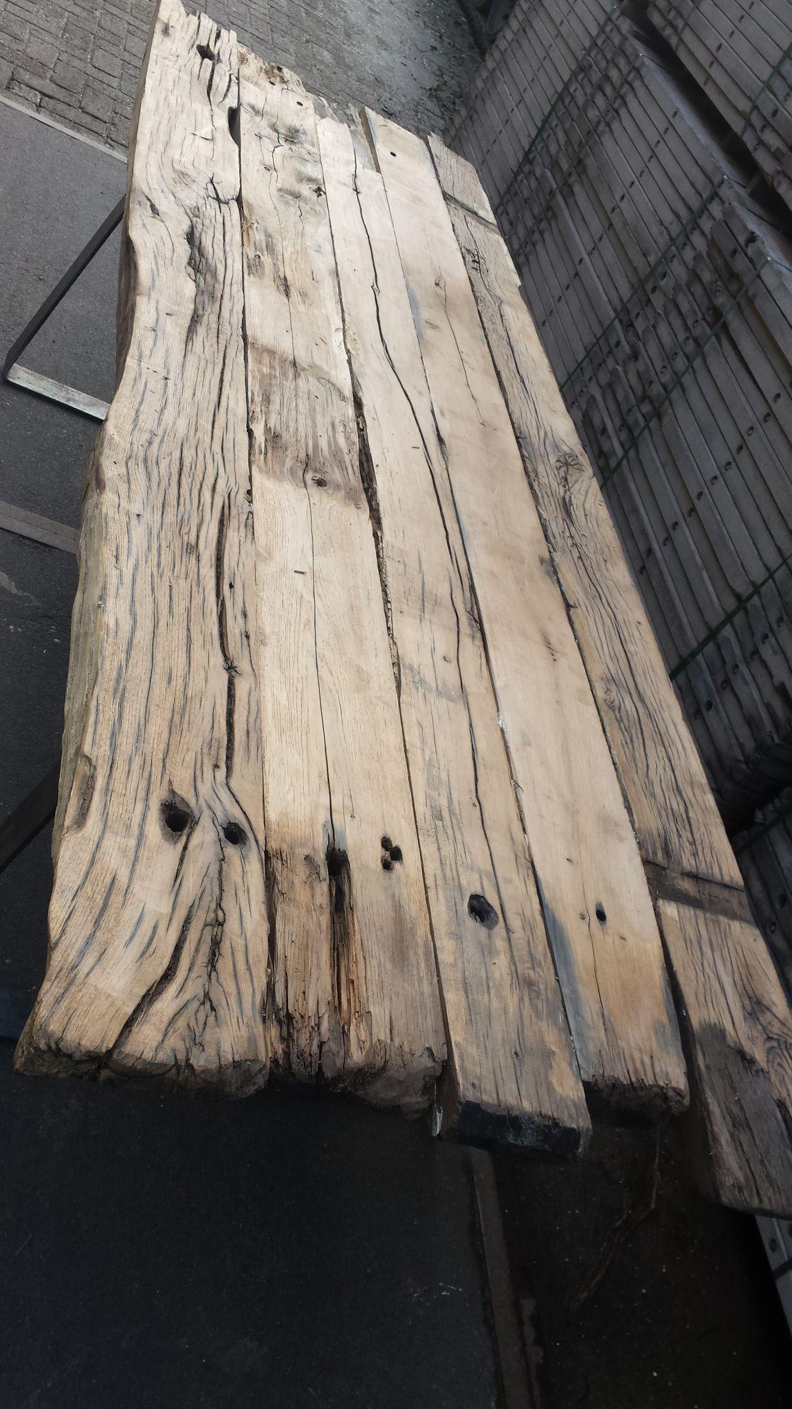 Photo of Robuuste eettafels van Woodindustries. Met liefde en de hand…
