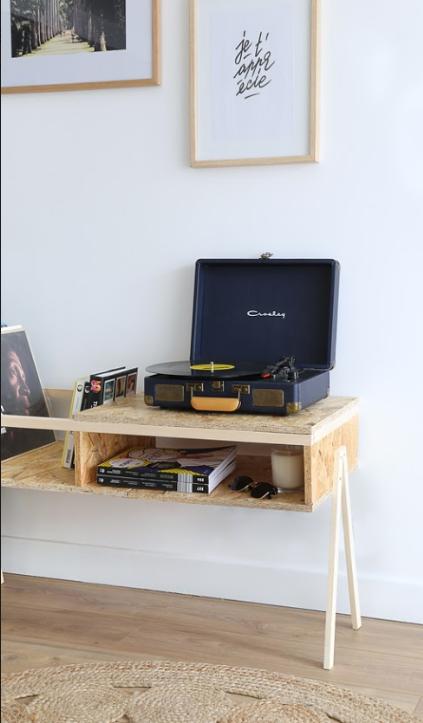 Tuto Fabriquez Un Range Vinyle Tendance En Osb Pour 25 Euros Meuble Rangement Meuble Pour Platine Vinyle Meuble Vinyle