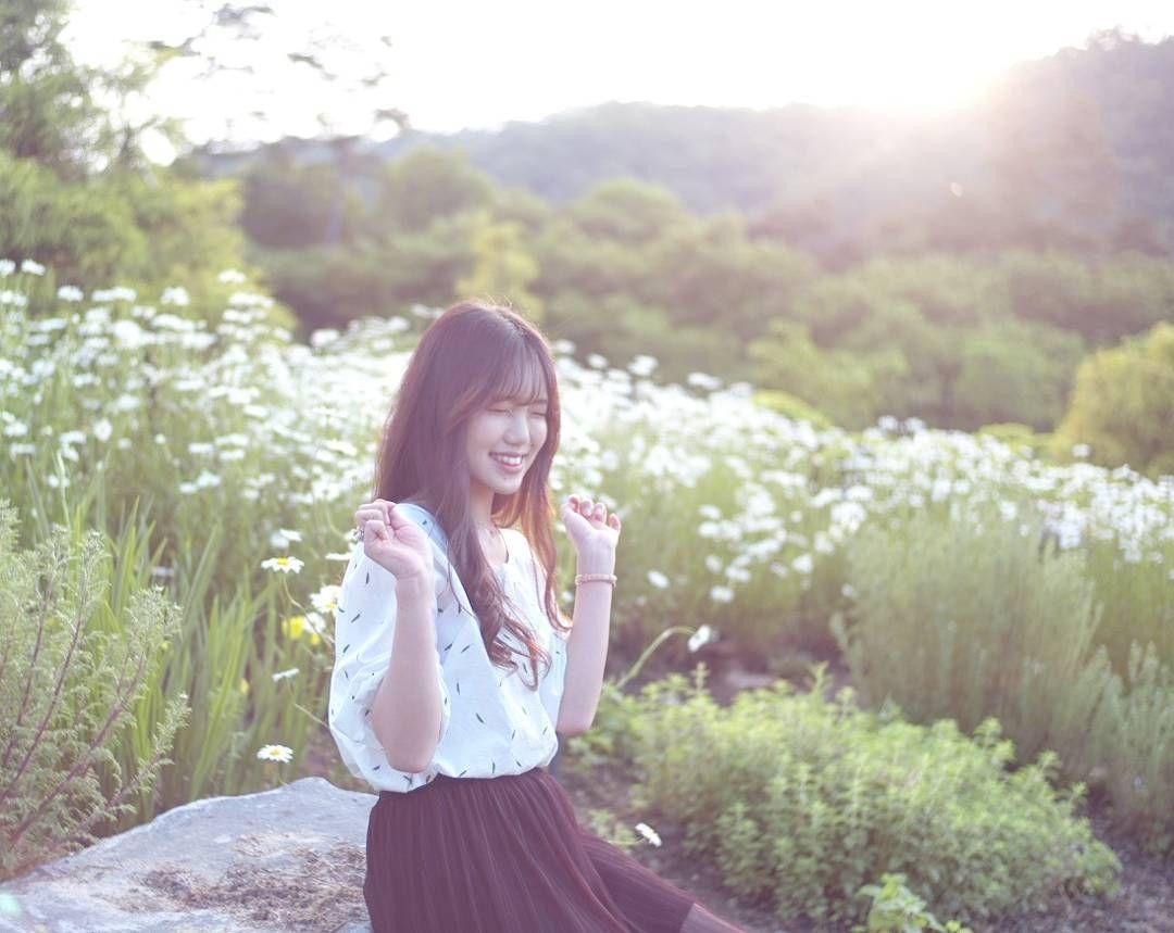 #sunset #숲속에서 #포트레이트 #portrait #leica #라이카m8 #대전웨딩스튜디오 #대전프로필  #인물사진 #대전세미웨딩  #대전셀프웨딩 #weddingdress #bride #일반인모델 #dm주세요 #웨딩스냅 by in.the_forest