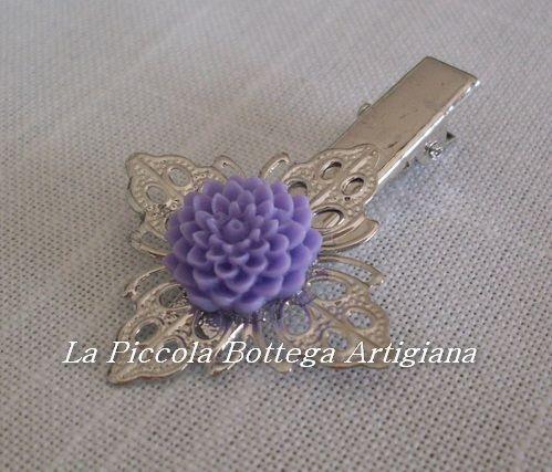 Pinzetta per capelli in metallo argentato con filigrana a fiore a quattro petali con dalia in resina  lilla