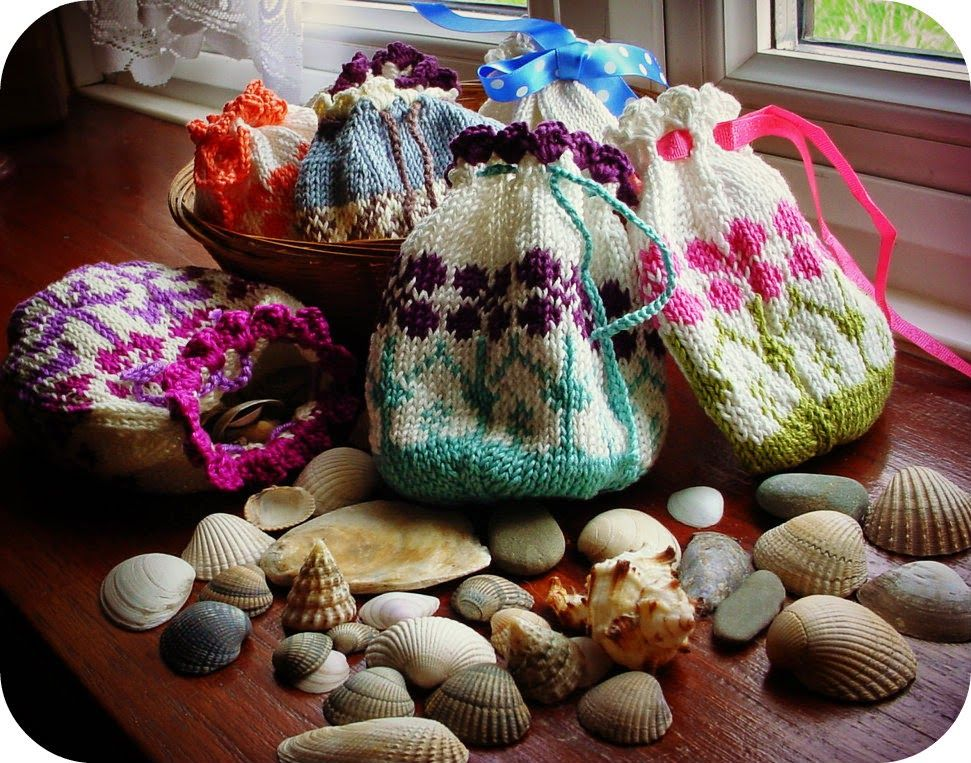 Scandinavian style knitted bags. Pattern from Arne and ...