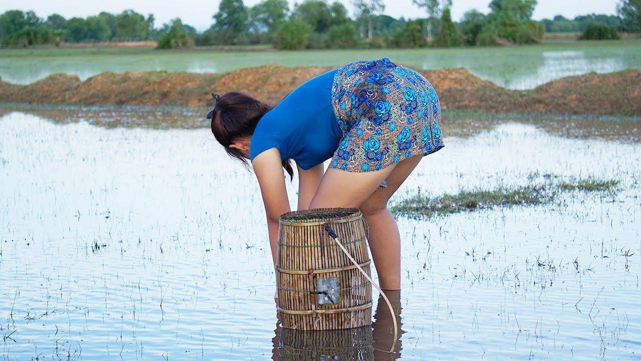 Amazing fishing using hand fish trap net fishing at siem