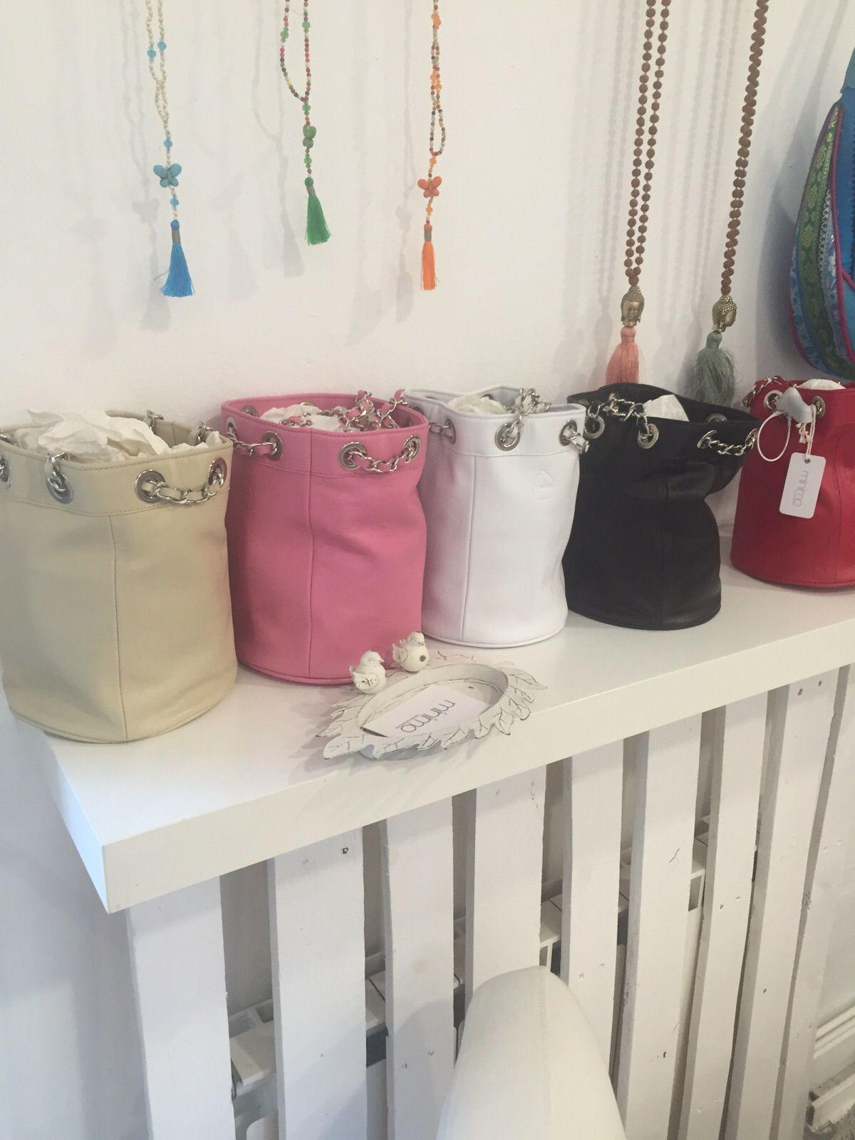 Llega más color a los accesorios en Mínimo en www.minimofashionshowroom.com, tu outlet de moda en Madrid.