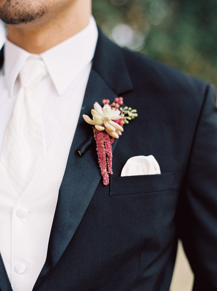 Burgundy Boutonniere | Fall wedding | fabmood.com
