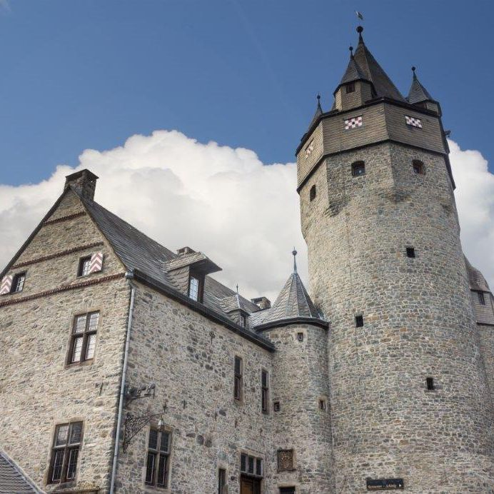Travel to Altena castle - worlds first hostel Discover Germany with Hivino
