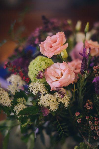 Wild floral arragement in glass vase. Bouquet naturale in vaso http://www.taniamuser.com/