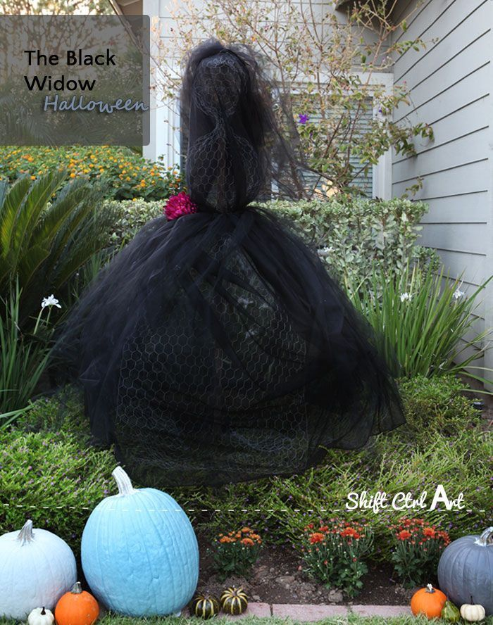 DIY Black Widow Halloween Yard Decoration from delightfullynoted