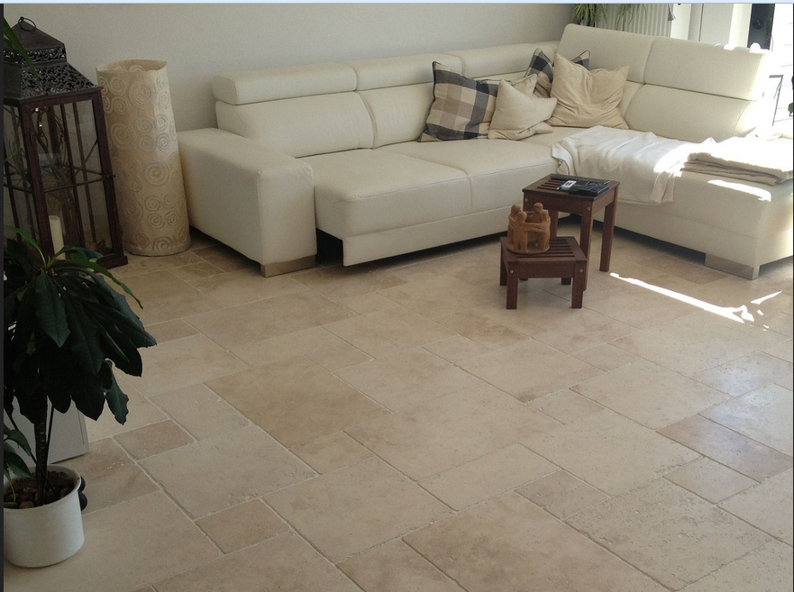 Fußboden Wohnzimmer ~ Fliesen im wohnzimmer der boden des wohnzimmers der variiert