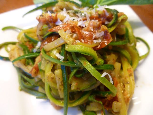 Zoodles with a Roasted Tomato Pesto Sauce