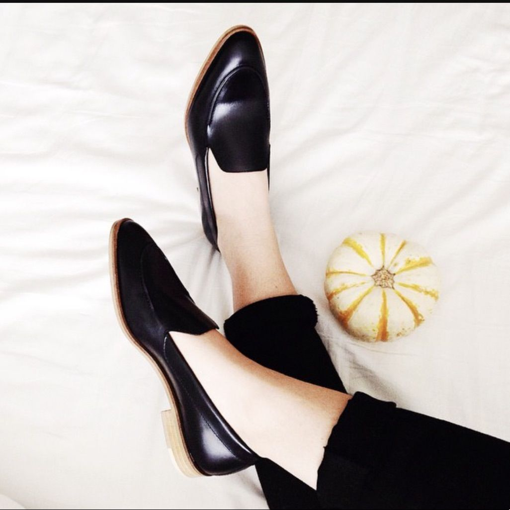 Everlane The Modern Loafer In 2021 Casual Shoes Women Womens Fashion Shoes Women Shoes [ 1026 x 1026 Pixel ]