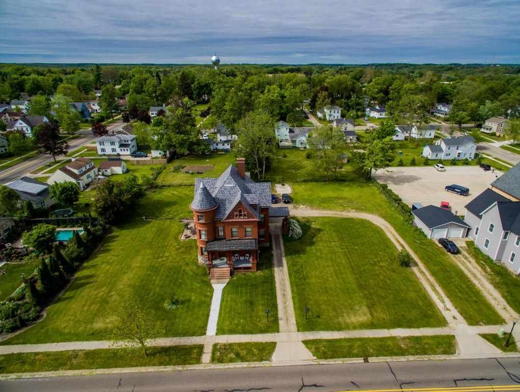 1896 Queen Anne Portland Mi 299 900 Old House Dreams Roof Architecture Modern Roofing Green Roof