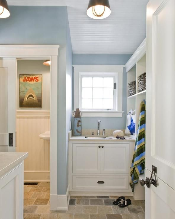 Mudroom bathroom designs mudroom bathroom cottage for New england style bathroom ideas