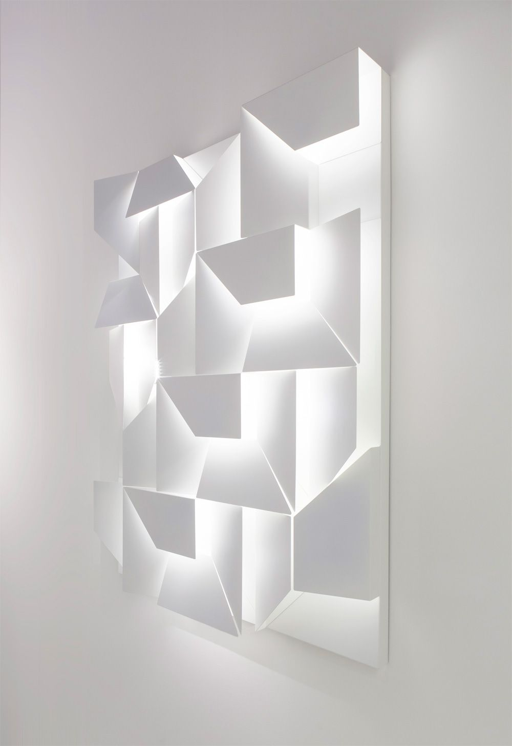 Inspirational Wall Shadows is an interesting project by the Lebanese designer Charles Kalpakian for the Italian lighting pany Omikron Design which has resulted in a