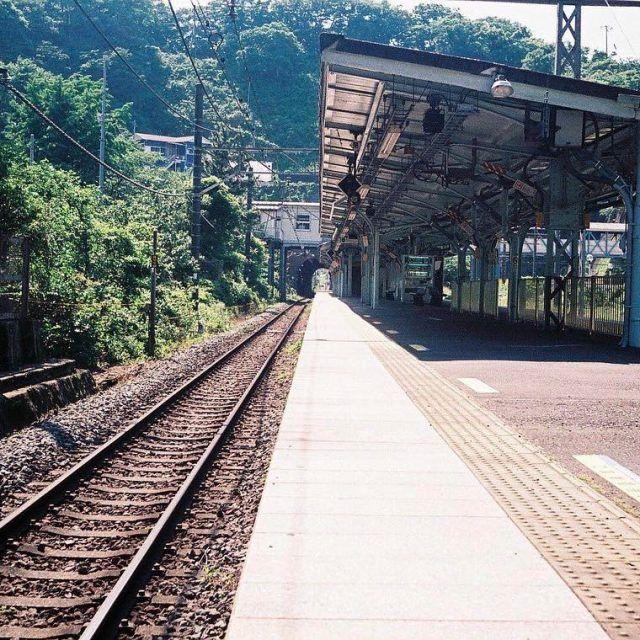 『駅が誰かを待っている』  @tatsuya.ww  #田浦 #駅 #電車 #whereinc #田舎道#神奈川#instagramjapan #art_of_japan #japan_daytime_view #train#station #無人駅 #日本の景色 #落ち着く