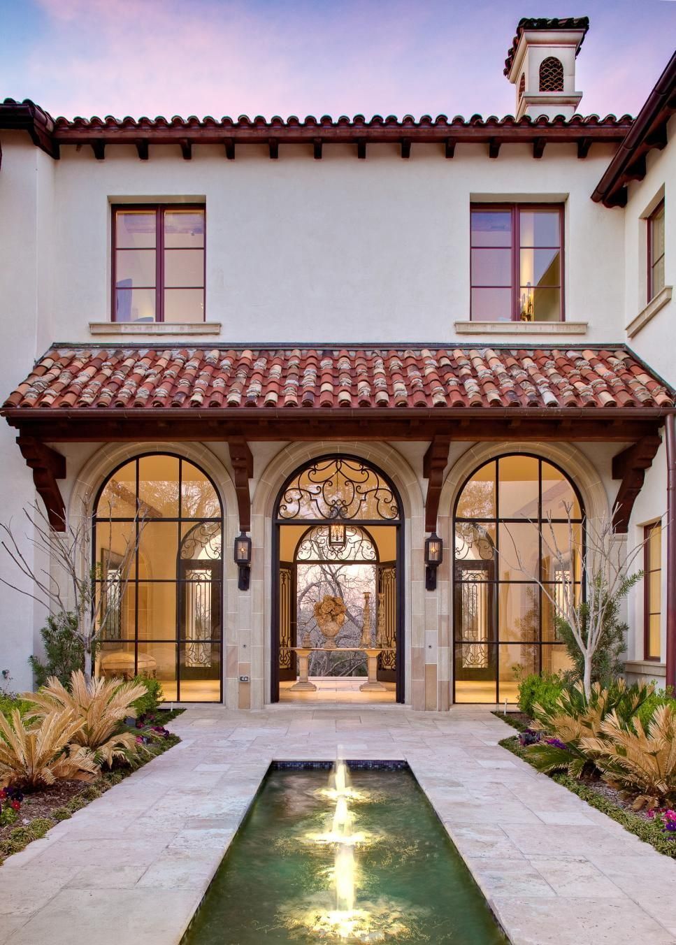 Inspiring Examples Of How To Turn A Traditional Enclosure Into A Dream Landscape From Hgtv Gardens In 2020 Spanish Style Homes Mediterranean Homes Spanish House