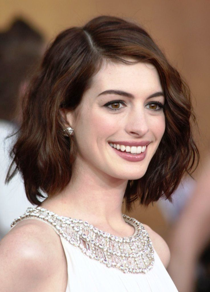 Short Hairstyles Oval Faces Wavy Hair Face