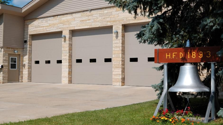 Commercial C H I Garage Door Micro Grooved Model 3285 In Sandstone With Optional 24 X 12 Windows Garage Doors Facade House Commercial Garage Doors