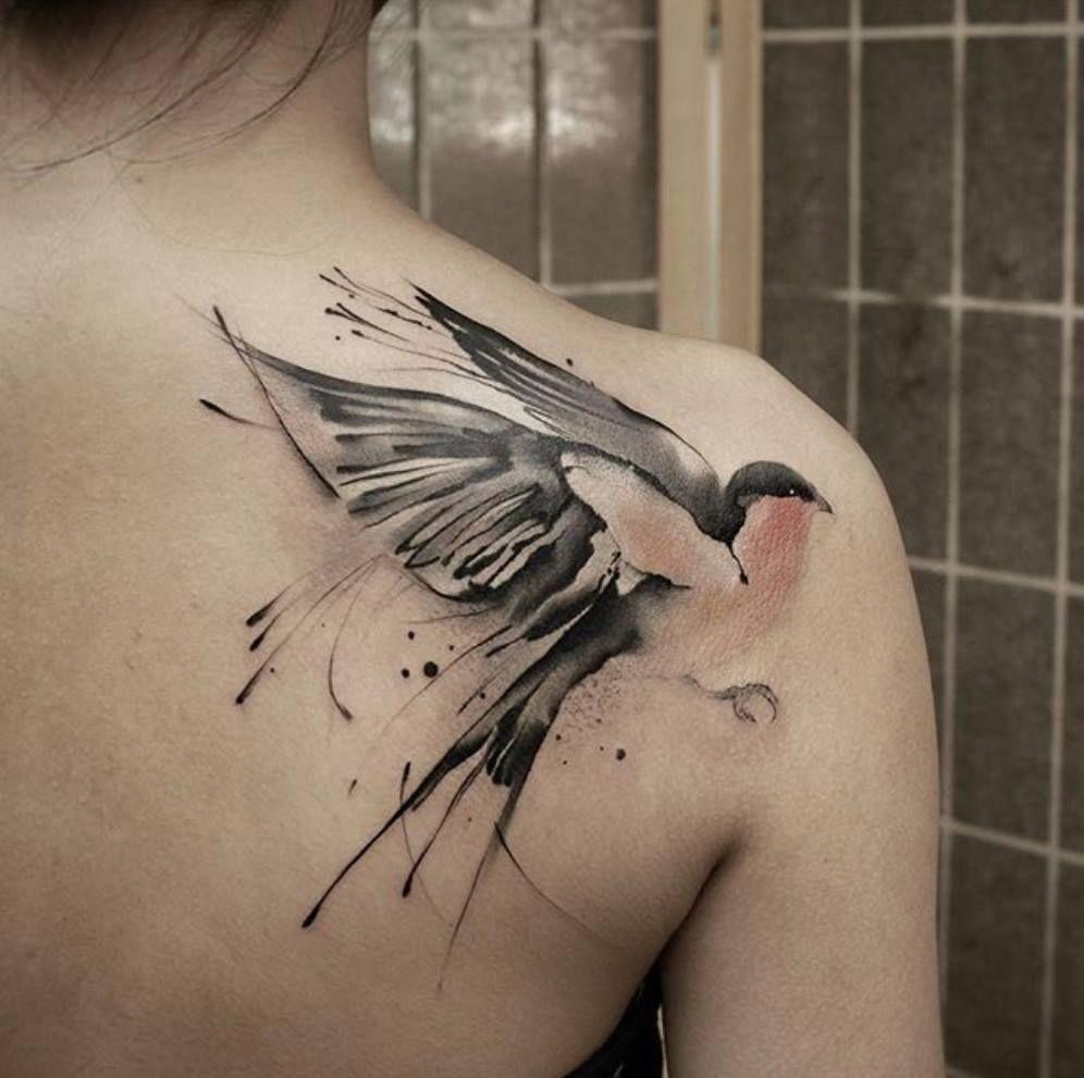 tatuaje para mujer en el hombre de una paloma