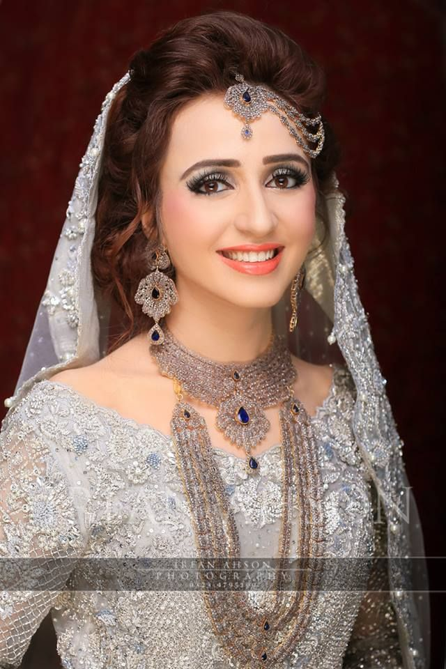 Engagement Bridals, Makeup Tutorial Tips & Dress Ideas 2016-2017 for South Asian Bridals (17)