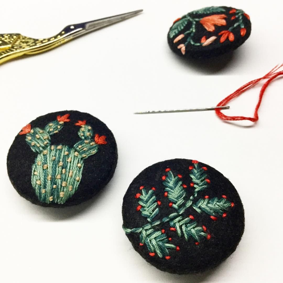 You can tell that these are my favorite color combinations this winter 🌵🌱🌺~ #botanical #embroidery #handembroidery #handmadejewelry #stitch #felt #cactus #cacti #floral #fiberart #textileart #nakis #bordado #broderie #modernmaker #felt #brooch...