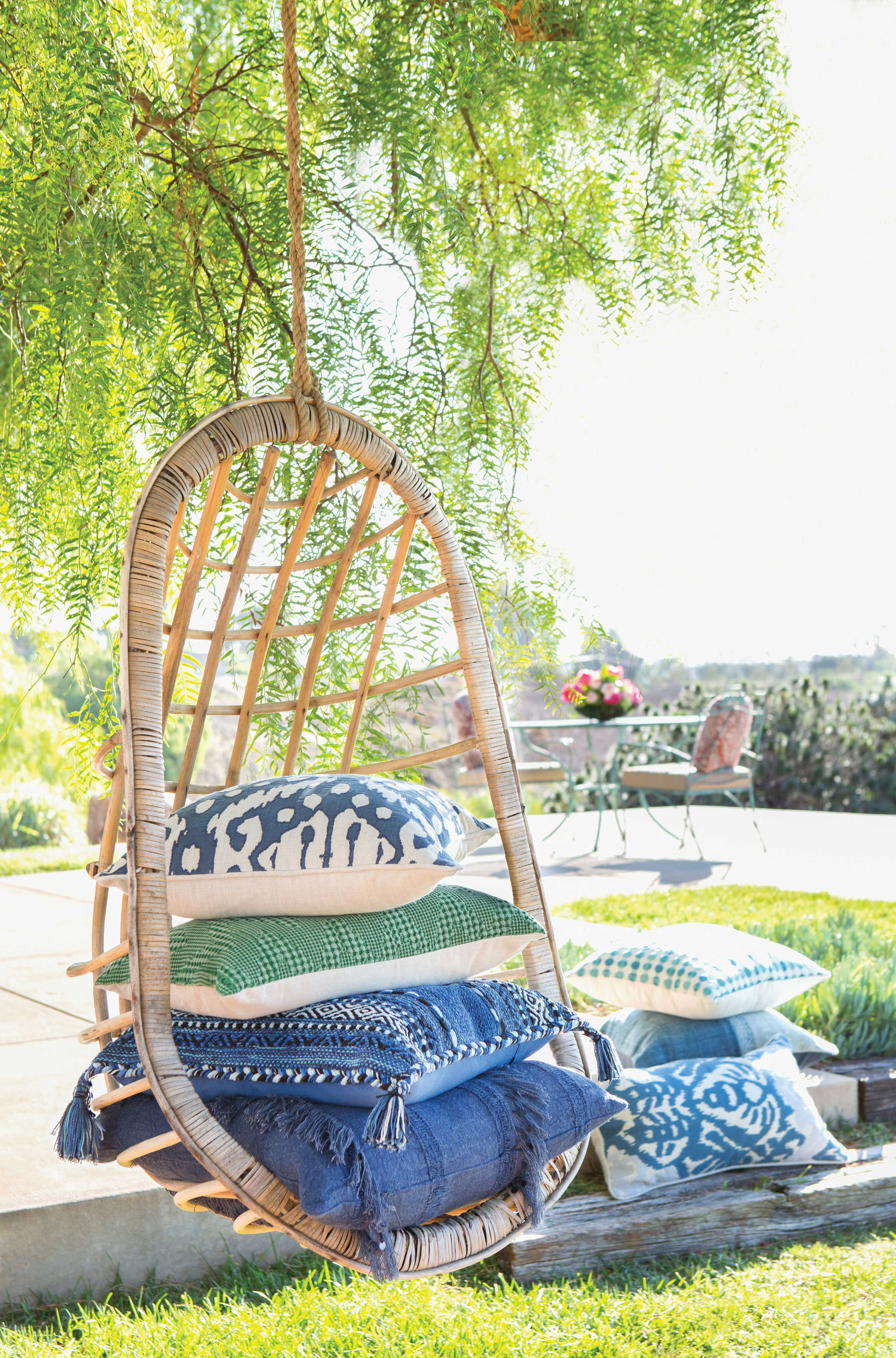 Swingin' into Friday. #LivingSpaces #OutdoorSpaces ... on Retreat Outdoor Living id=28577