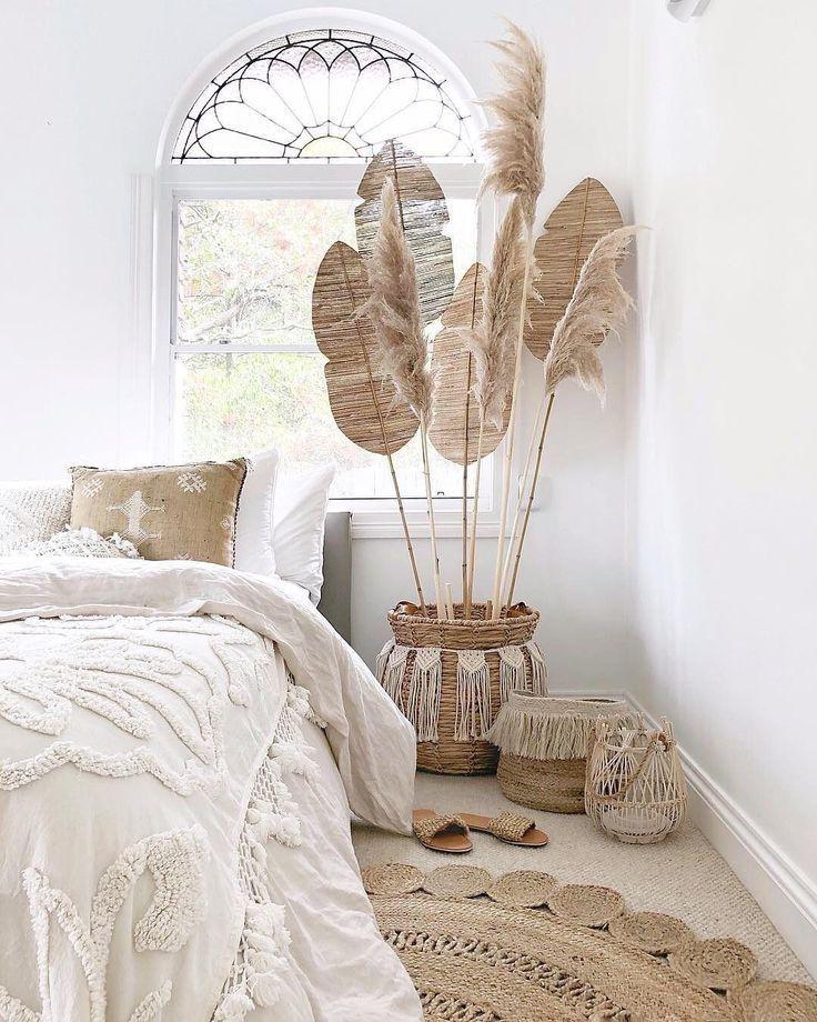 Wohnungstherapie auf Instagram: Wir graben dieses boho minimalistische Schlafzim... - My Blog #firstapartment