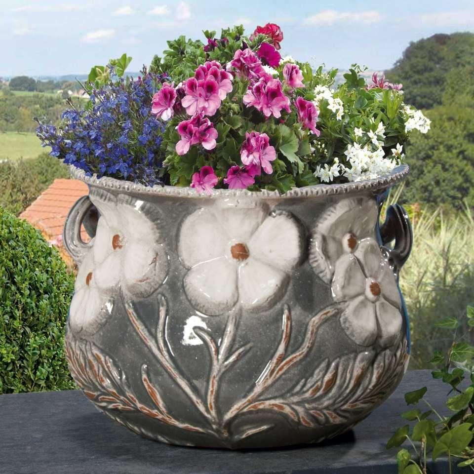 blumenk bel aus keramik mit relief henkeln grau ansprechender blumenk bel mit. Black Bedroom Furniture Sets. Home Design Ideas