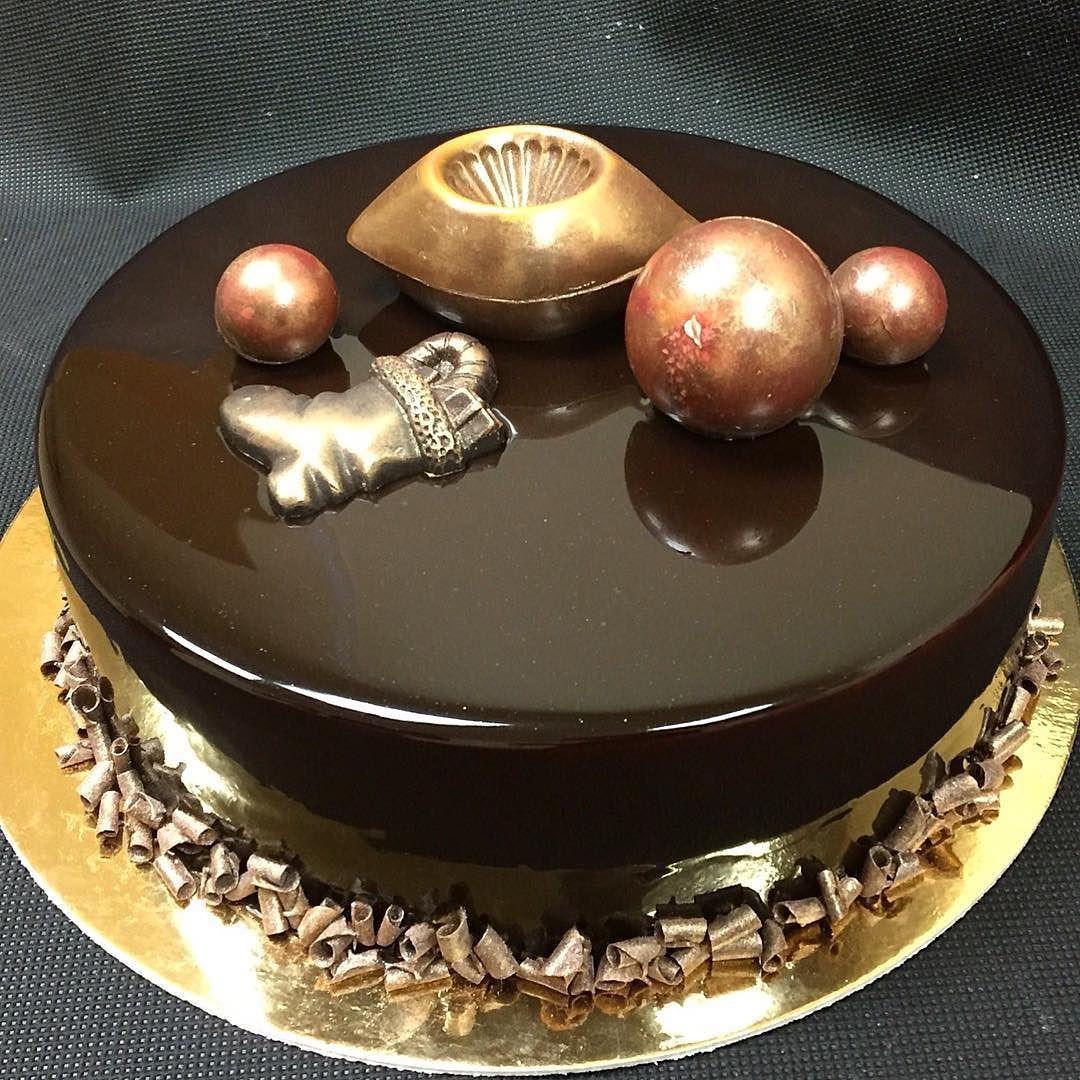 New year cake .Chocolate decoration .Новогодний торт