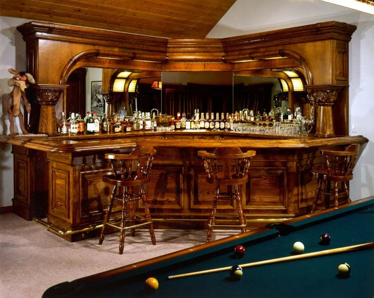 Delicieux Striking Varnished Traditional Wooden Home Bar Design Nestled In A Corner  With A Pool Table: Inspirational Home Bar Design Ideas For Your Interior