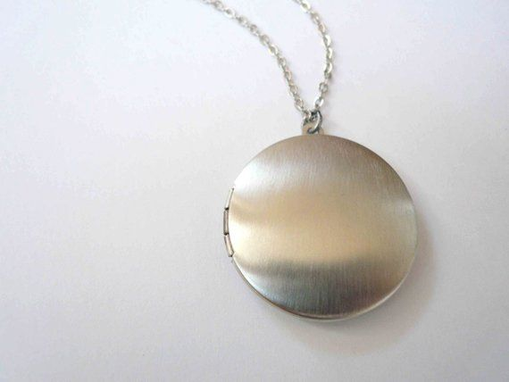 564e72d55754 Classic silver locket necklace