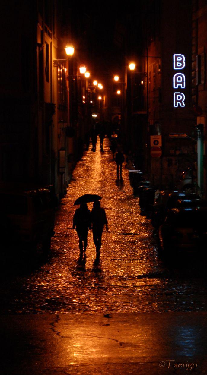 Rainy Roma At Night A Photo From Rome Lazio Trekearth Rain Photography Rainy Night Night Rain
