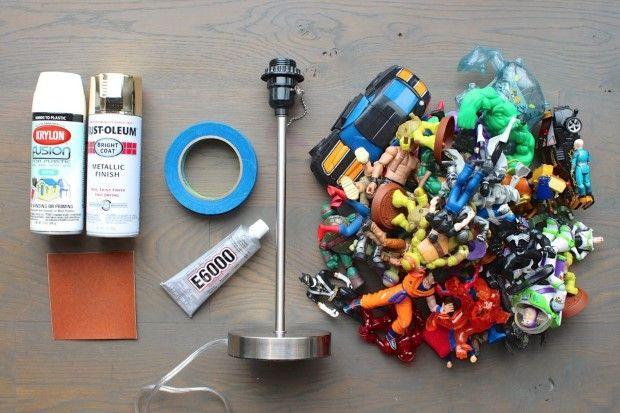 lampa z detskych figurok a hraciek 1