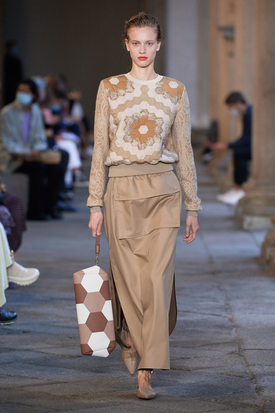 Max Mara Spring 2021 Ready To Wear Collection Runway Looks Beauty Models And Reviews 2020 패션