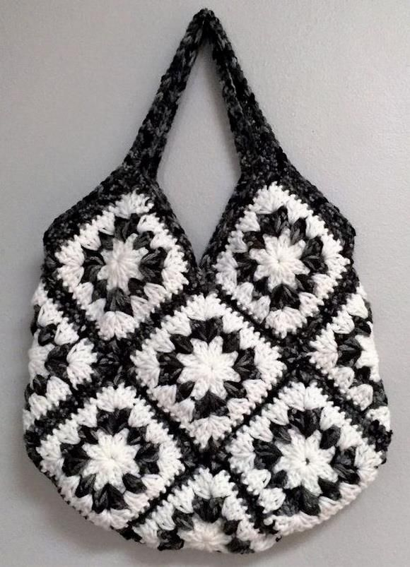 Crochet Handbag Free Pattern, Bag of 13 garrny squares #crochethandbags