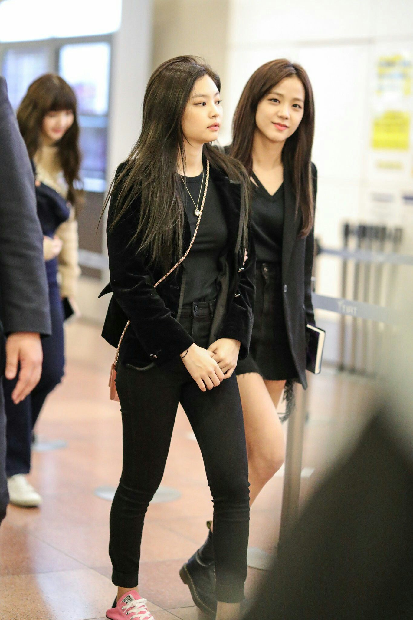 144a701d8ae BLACKPINK Jennie   Jisoo 180327 at Gimpo Airport