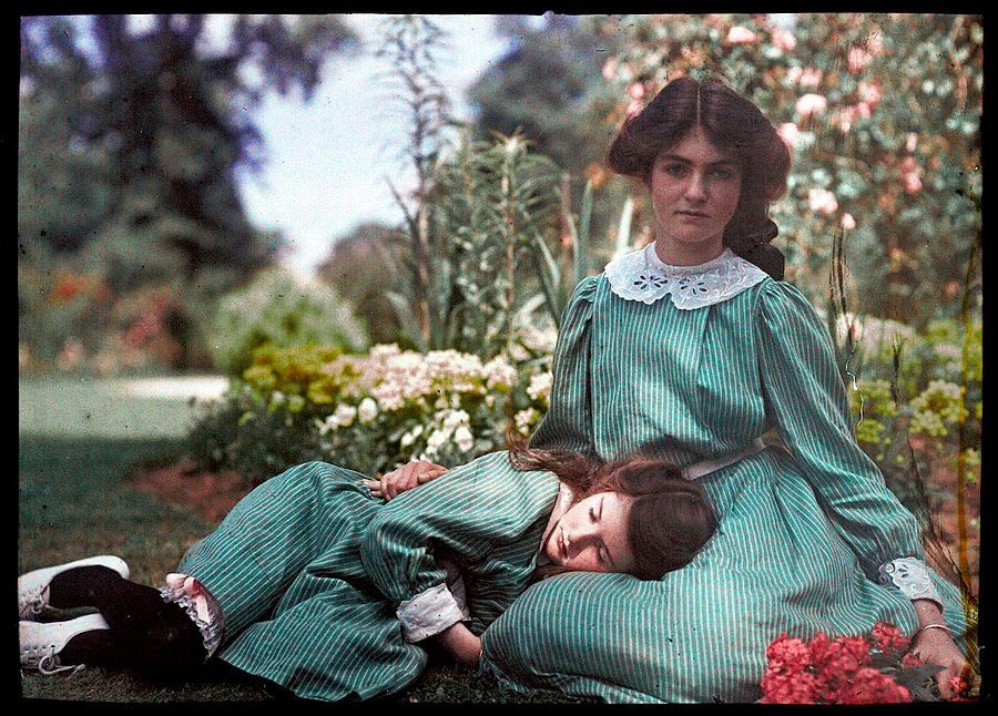 Some of the earliest colour photographs from the Belle époque times by Etheldreda Laing - simply stunning!   Pupulandia