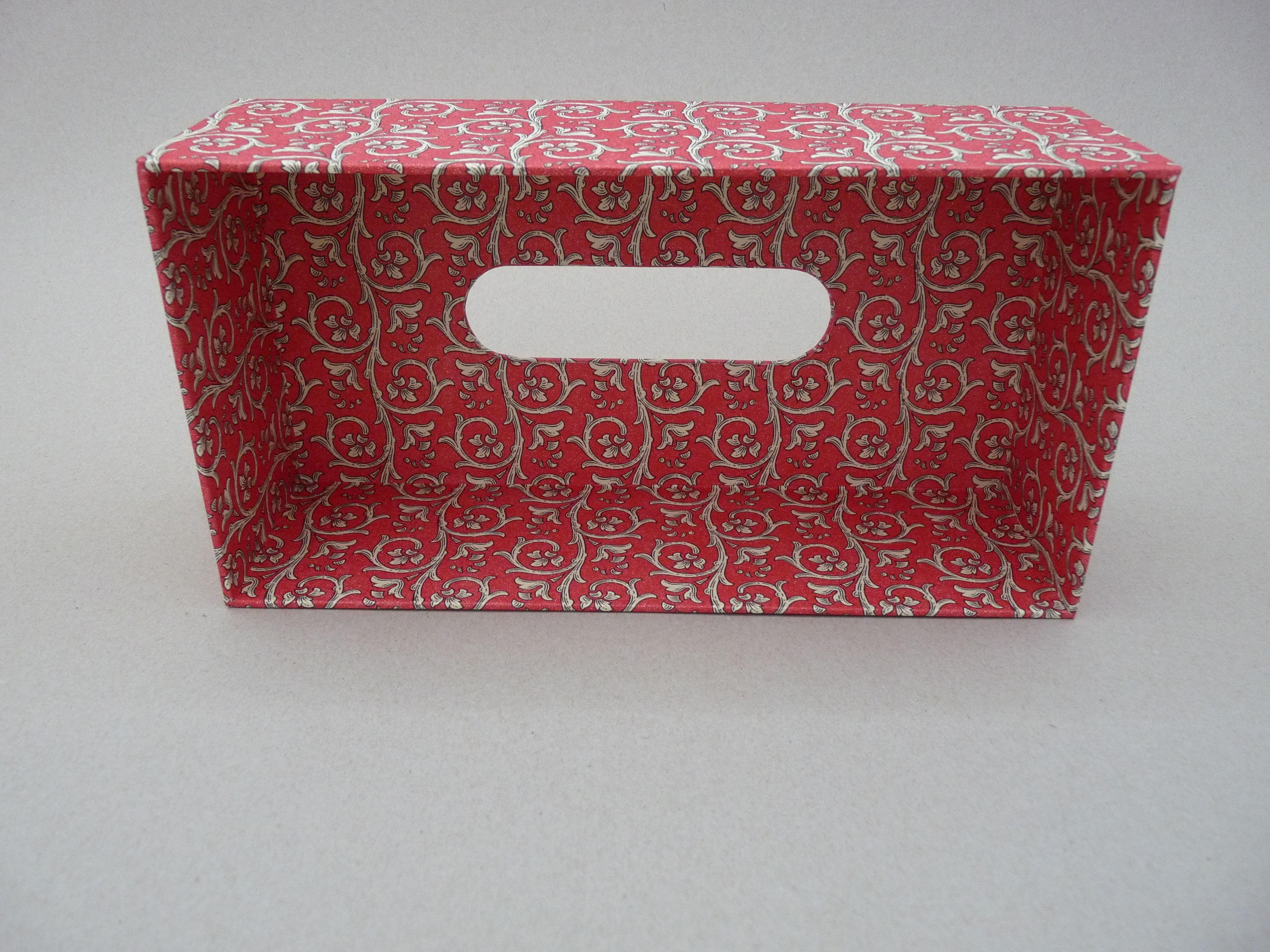 Tissuebox red inside