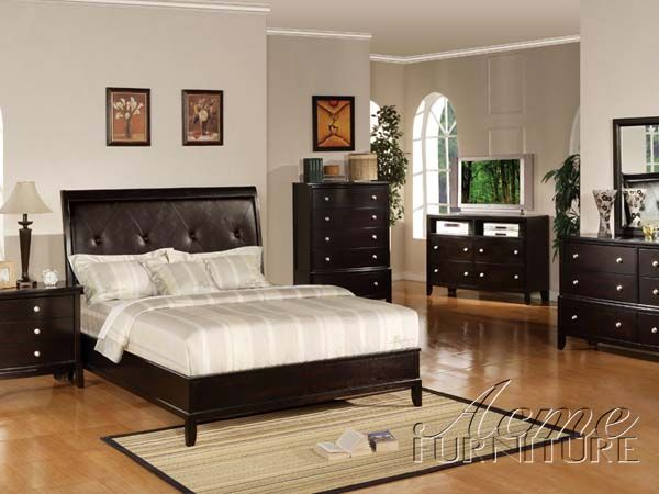 brown and faux leather bedroom set Traditional Bedrooms