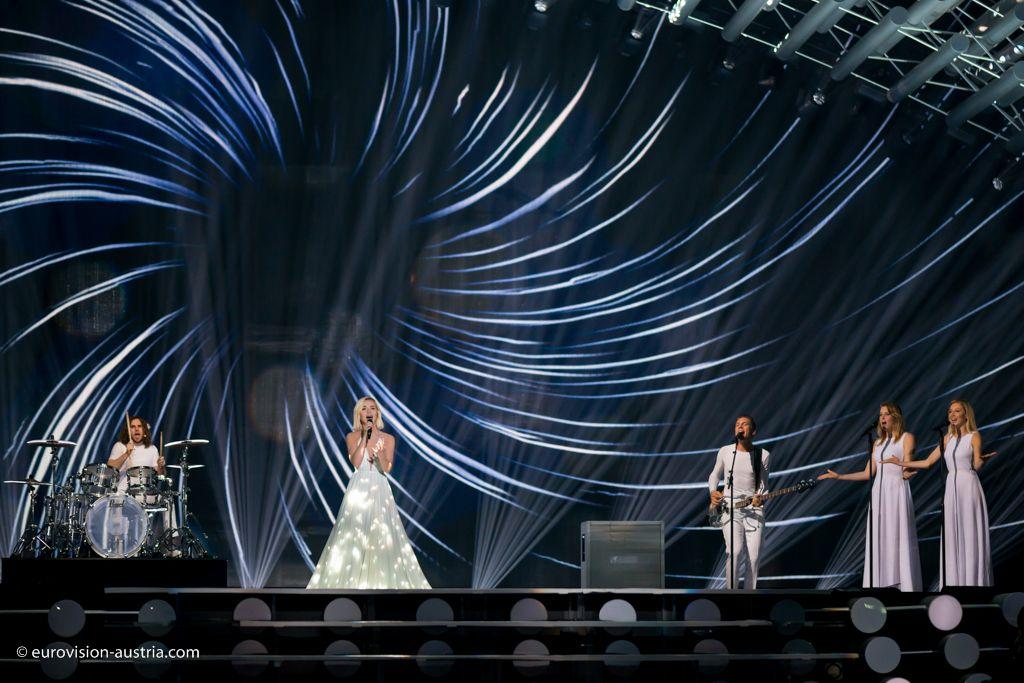 Die erste Generalprobe des ersten Eurovision Song Contest Semifinales 2015 ist beendet. Das war eine sehr bunte Show mit einer tollen Eröffnung und mit einigen klaren Favoriten. Wir waren live in der Halle mit dabei! - http://www.eurovision-austria.com/de/die-erste-generalprobe-des-ersten-eurovision-song-contest-semifinales-2015/ ------------------------------- #esc #eurovision #austria #buildingbridges #semifinale1