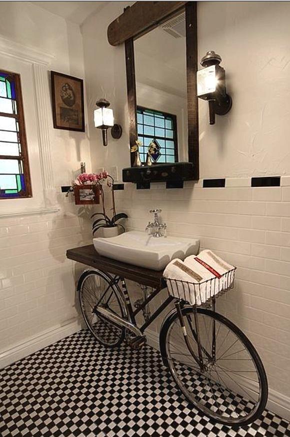 baño bathroom bike bici bicicleta lavabo washroom ceramica ceramics blanco negro white black decoración decoration miraquechulo